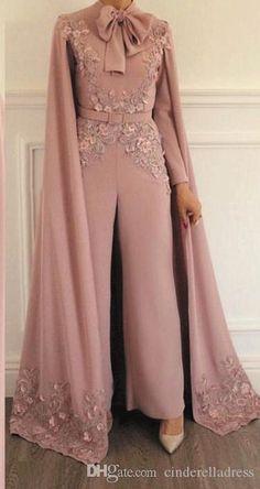 Soirée jumpsuit - İslami Erkek Modası 2020 - Tesettür Modelleri ve Modası 2019 ve 2020 Hijab Evening Dress, Hijab Dress Party, Chiffon Evening Dresses, Evening Gowns, Prom Dresses, Evening Outfits, Long Dresses, Indian Fashion Dresses, Abaya Fashion