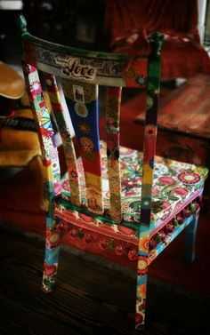 Furniture Hoes or Decoupage – Inspiration Gypsy Love Chair – What a … - Creative Upcycled Furniture Funky Furniture, Upcycled Furniture, Furniture Makeover, Painted Furniture, Furniture Stores, Furniture Outlet, Furniture Chairs, Dining Chairs, Furniture Projects
