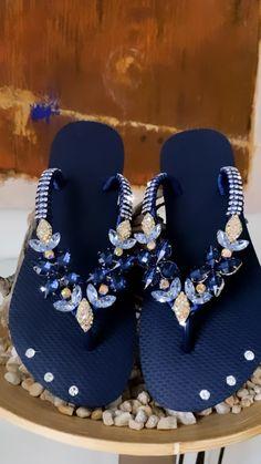 Bedazzled Shoes, Bling Sandals, Sparkle Shoes, Bling Shoes, Cute Shoes Flats, Pretty Shoes, Bling Flip Flops, Flip Flop Shoes, Sandals Outfit Summer