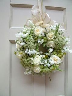 What a beautiful wedding wreath!