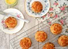These flavoursome Chorizo and Cheese Scones are the perfect portable picnic food. Really quick and easy to make, they are ideal for an impromptu picnic. Cheese Scones, Savory Scones, How To Cook Chorizo, Cooking Chorizo, New Recipes, Cooking Recipes, Good Food, Yummy Food