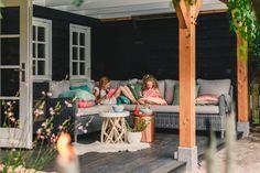 Tuinpaviljoen annex guesthouse. Compleet met romantische slaapzolder, keuken en een comfortabele gashaard. Bussum www.bronkhorstbuitenleven.nl
