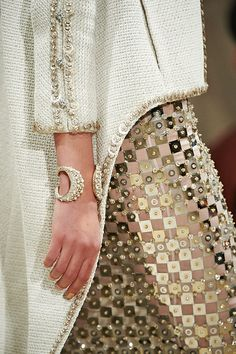 Image of A Closer Look at Chanel Resort 2015 Accessories Chanel Resort, Chanel Cruise, Chanel Couture, Couture Details, Fashion Details, Fashion Design, Fashion Trends, Chanel Fashion, Couture Fashion