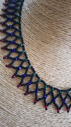 Beebeecraft Tutorials on how to make bracelet with pearlbeads and crystalbeads. Bead Jewellery, Seed Bead Jewelry, Bead Earrings, Beaded Necklace Patterns, Beading Patterns, Beaded Bracelets, Sequin Crafts, Diy Necklace, Bead Weaving