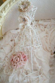 Gorgeous Shabby Chic Miniature Dress Form Decoration)