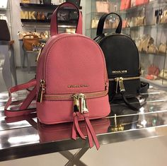 the queen for more poppin' pins Handbags Michael Kors, Purses And Handbags, Michael Kors Bag, Backpack Purse, Leather Backpack, Fashion Bags, Fashion Backpack, Cute Backpacks, Girl Backpacks