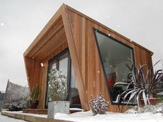 Modern shed office: Pinnacle garden office + offer Backyard Office, Backyard Studio, Garden Studio, Small Garden Office, Outdoor Office, Prefab Homes, Tiny Homes, New Homes, Garden Pods