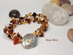 Beaded Bracelet from conperlasyaloloco.blogspot.com/
