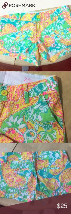 Lilly Pulitzer Walsh Shorts in POP goes the Lemur! Walsh shorts size 2 EEEUC pop goes the lemur! Lilly Pulitzer Shorts