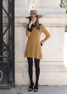 Wide brim hat & retro styling