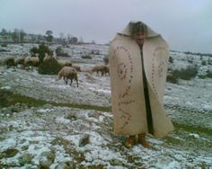I found this to be an amazing creation. Part cloak/coat, then a sleeping bag of sorts. A kepenek,a turkish felt cape.used by shepherds in Turkey