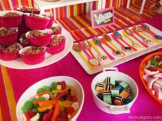 Willy Wonka party - Good ideas for treats and games when we finish the book! Wonka Chocolate, Chocolate Party, Chocolate Spoons, Chocolate Factory, Willy Wonka, Golden Birthday, Candy Party, Candy Theme, Birthday Parties