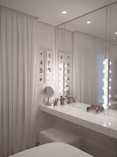 ✨ What a perfect interior design. And what a beautiful place to place - Schlafzimmer - Beauty Room Makeup Room Decor, Makeup Rooms, Room Ideas Bedroom, Bedroom Decor, Bedroom Furniture, Sala Glam, Cute Room Decor, Glam Room, Interior Decorating