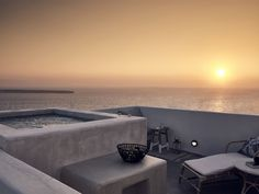 Terrace with Jacuzzi and sublime views on Santorini