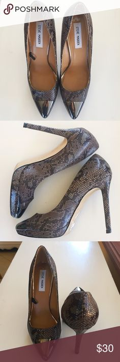 Steve Madden snakeskin heels with capped toe Steve Madden faux snakeskin heels with metal capped toe. 4 inch heel. There are tiny scuffs on the metal (not noticeable), but they are otherwise in great condition. Size 8. Steve Madden Shoes Heels