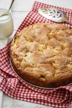 A tender, buttery, rum-flavored crumb nestled with big chunks of apples makes the Classic French Apple Cake a delicious staple. Quick Apple Dessert, Healthy Apple Desserts, Apple Deserts, Easy Apple Cake, Apple Dessert Recipes, Healthy Cake Recipes, Apple Recipes, Sweet Recipes, Baking Recipes