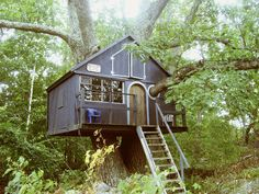 Awesome treehouse in Massachusetts.  Love the porthole built around the massive tree branch.