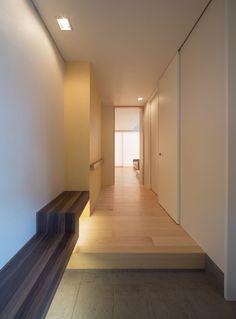 玄関ホール(H-house「走り回る家」)- 玄関事例