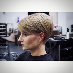 """Hairstylist Camino by Selin (@hairstylist.camino) on Instagram: """"#pixiecut #pixiehair #pixiestyle #short #hair #shorthairstyles #trend #trends #trendsetterzcrew…"""""""