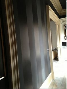 Black paint on walls in Butler's pantry - Kim Zolciak Biermann's New Dream House Painting Stripes On Walls, Paint Stripes, Wall Stripes, Striped Room, Striped Walls, Black Painted Walls, Black Walls, Style At Home, Interior And Exterior