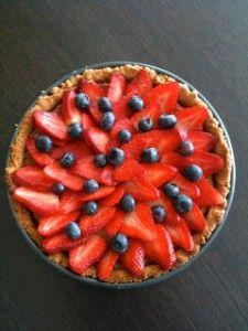 Paleo Strawberry Banana Pie and 20 Paleo Dessert Recipes - MyNaturalFamily.com #paleo #dessert #recipes