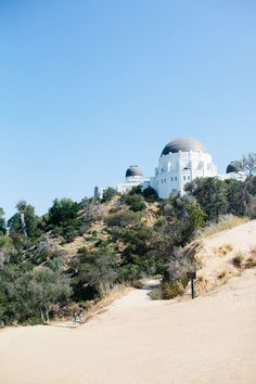 Tip 03: Head up to the Griffith Observatory for the best views of the skyline. | Tag along with @artifactuprsng as they hear from @reema_desai about all of the best places to eat, sleep, and stay in LA.