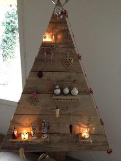 onze kerstboom van steigerhout. Naar eigen inzicht te versieren
