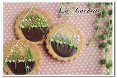 Plants in hanging baskets, decorated cookies, by La Cachette
