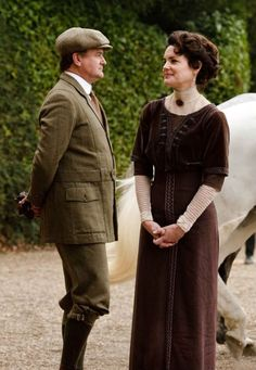 Lord & Lady Grantham, classically Edwardian.
