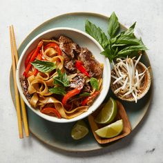 Pad Kee Mao (Drunken Noodles) with Beef Asian Recipes, Beef Recipes, Ethnic Recipes, Healthy Recipes, Asian Foods, Recipies, Pad Kee Mao Recipe, Grilled Romaine Salad, Easy Weeknight Dinners
