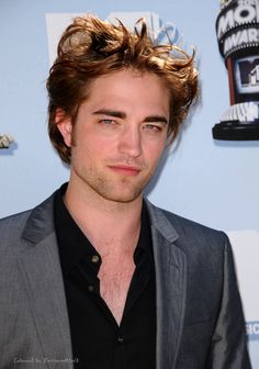 I swear...maybe it's the light, but don't it look like Rob's got a touch of Irish in him?