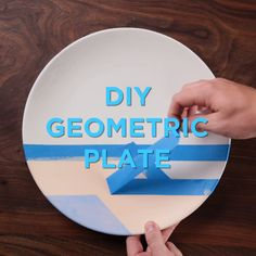 Ideas About DIY Life Hacks & Crafts 2018 : Your dinner plate just got a whole lot prettier thanks to this paint and tape, geometric design technique. Wine Bottle Crafts, Mason Jar Crafts, Cute Crafts, Diy And Crafts, Diy Cadeau, Creation Deco, Hacks Diy, Diy Videos, Diy Crafts Videos