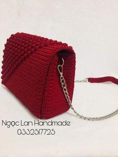 Crochet Bag Tutorials, Crochet Flower Tutorial, Crochet Projects, Crochet Handbags, Crochet Purses, Crochet Designs, Crochet Patterns, Crochet Stitches, Knit Crochet