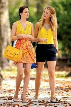 Gossip Girl - Blair and Serena - Leighton Meester and Blake Lively Gossip Girls, Moda Gossip Girl, Estilo Gossip Girl, Gossip Girl Blair, Gossip Girl Outfits, Gossip Girl Fashion, Mode Shoes, Leighton Meester, Street Style