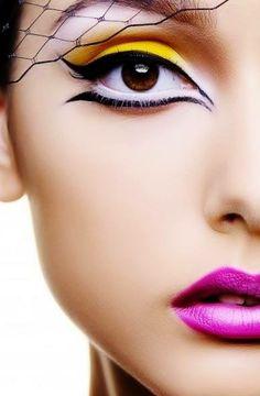 A jól ívelt tus szebbé teszi a sminket, hangsúlyosabbá a szemet. Szerinted? / A well curved shower makes it more beautiful makeup, emphasize the eyes. Do you?