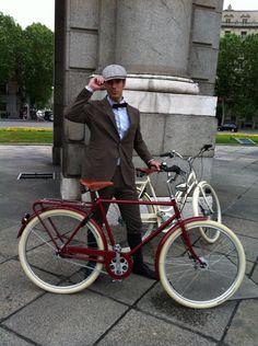 @Mcyclechic: Sesión de fotos Tweed Ride en Madrid. Promoción de la 3 Tweed Ride Madrid para el 9 de junio 2013. Con Pilen, Aspen Club y Show me English.