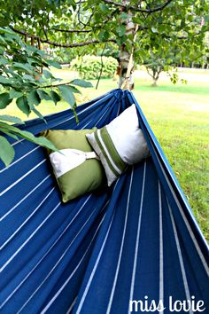 Miss Lovie: EASY DIY Backyard Hammock. This is going under my loft in my dorm room next year
