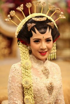 Beautiful bride wearing Javanese traditional wedding dress | A Grand Javanese Wedding With A Butterfly Garden Theme | http://www.bridestory.com/blog/a-grand-javanese-wedding-with-a-butterfly-garden-theme