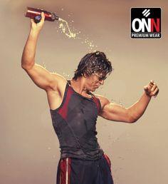SRK in Lux Cozi ONN sportvest ad.