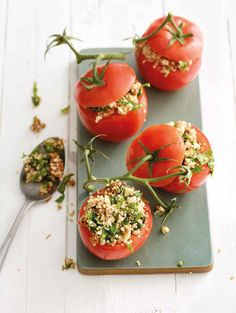 These tomatoes are stuffed with Pulled Oats®, quinoa and herbs. Serve as an appetizer or as a main course with side salad and fresh bread. Nut Cheese, Fresh Bread, Side Salad, Everyday Food, Light Recipes, Us Foods, Feta, Bruschetta, Quinoa