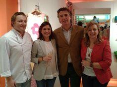La señorita Belén de @Mureda1 y Mario, Ana y Alberto de Atlas Gourmet en la tienda de @Agatha RuizdelaPrada