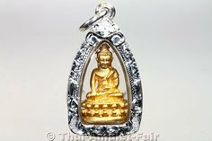 Vergoldetes Phra Gring Buddha Amulett mit handgefertigter und wasserdichter Silber Maßfassung.
