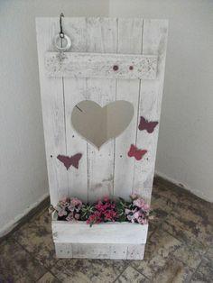 Shabby Chic Deko-Fenterladen mit Herz und Blumenk von Atelier Regina auf DaWanda.com