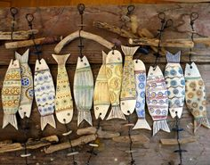 / ceramic fish with driftwood hangers / Ceramics Projects, Clay Projects, Clay Crafts, Ceramic Clay, Ceramic Pottery, Clay Fish, Pottery Classes, Paperclay, Fish Art