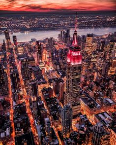 A flaming city by @calderwilson #newyorkcityfeelings #nyc #newyork