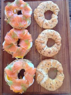 Kroužky z chlebového těsta s lososem