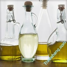 You probably have a stash of olive oil in your pantry, but what about sunflower oil? Or safflower oil? Here we take a look at 10 plant-based oils that will give your meals a dose of flavor. Types Of Cooking Oil, Cooking Tips, Food Tips, Cooking With Vegetable Oil, Food Hacks, Baking With Olive Oil, Olive Oil Benefits, Peanut Oil, Safflower Oil