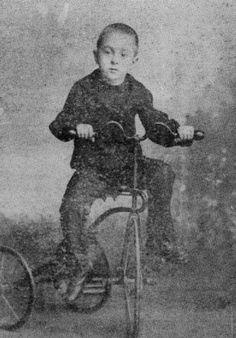 Fernando Pessoa kid 6 year old # Poetry # PoetryNews # Art