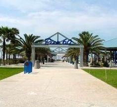 Pier 60 is ideally located on world-renowned sparkling Clearwater Beach. It is one of the best-equipped and most attractive fishing piers in Florida. Pier 60 offers access to fishing activities, fine dining, shopping, entertainment and outstanding white sandy beaches.