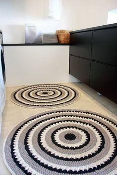 Tapete -tapete de barbante croche na cozinha ambiente decorado circular branca e preto nórdico escandinavo Diy Crochet Rug, Knit Rug, Crochet Carpet, Crochet Home Decor, Crochet Doilies, Crochet Patterns, Beige Carpet, Diy Carpet, Hall Carpet